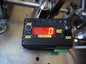 Controller cella di carico che, tra le varie funzioni, permette di selezionare la sensibilità del pedale freno.