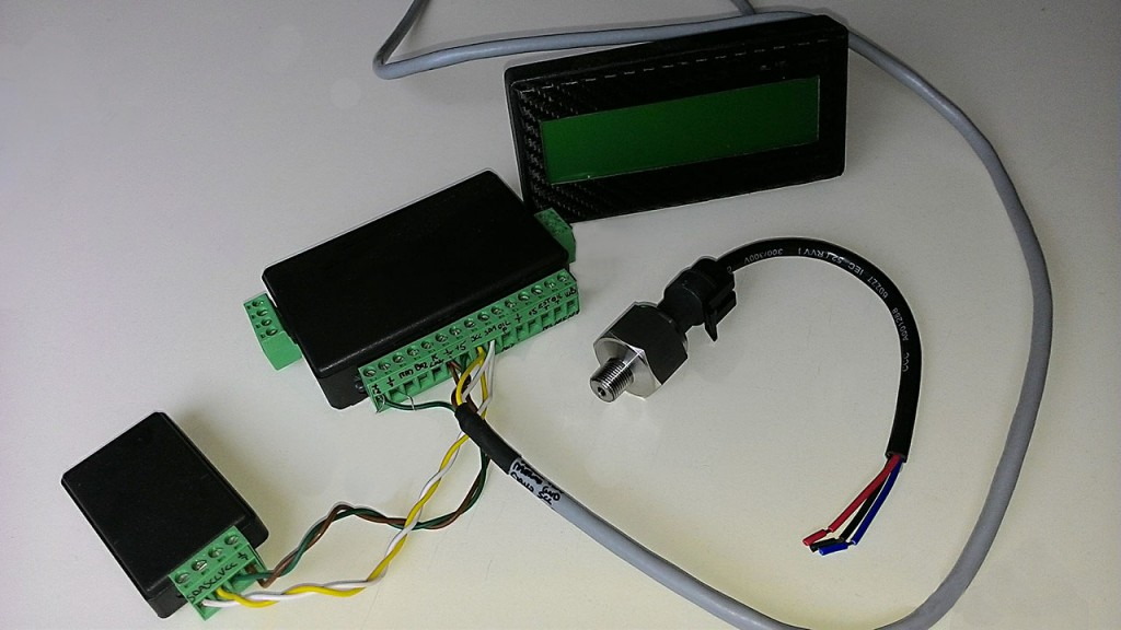 Da sinistra : modulo RTC (orologio), CPU acquisizione dati, visualizzatore LCD e trasduttore raziometrico pressione olio.